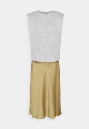 TIERNY CONI DRESS SET - Vestido informal - metallic green