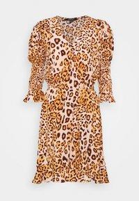 True Religion - WRAP DRESS SHORT - Denní šaty - tropical peach leo big - 0