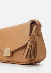 Anna Field - Across body bag - camel - 3