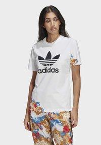 adidas Originals - T-SHIRT - Print T-shirt - white - 0