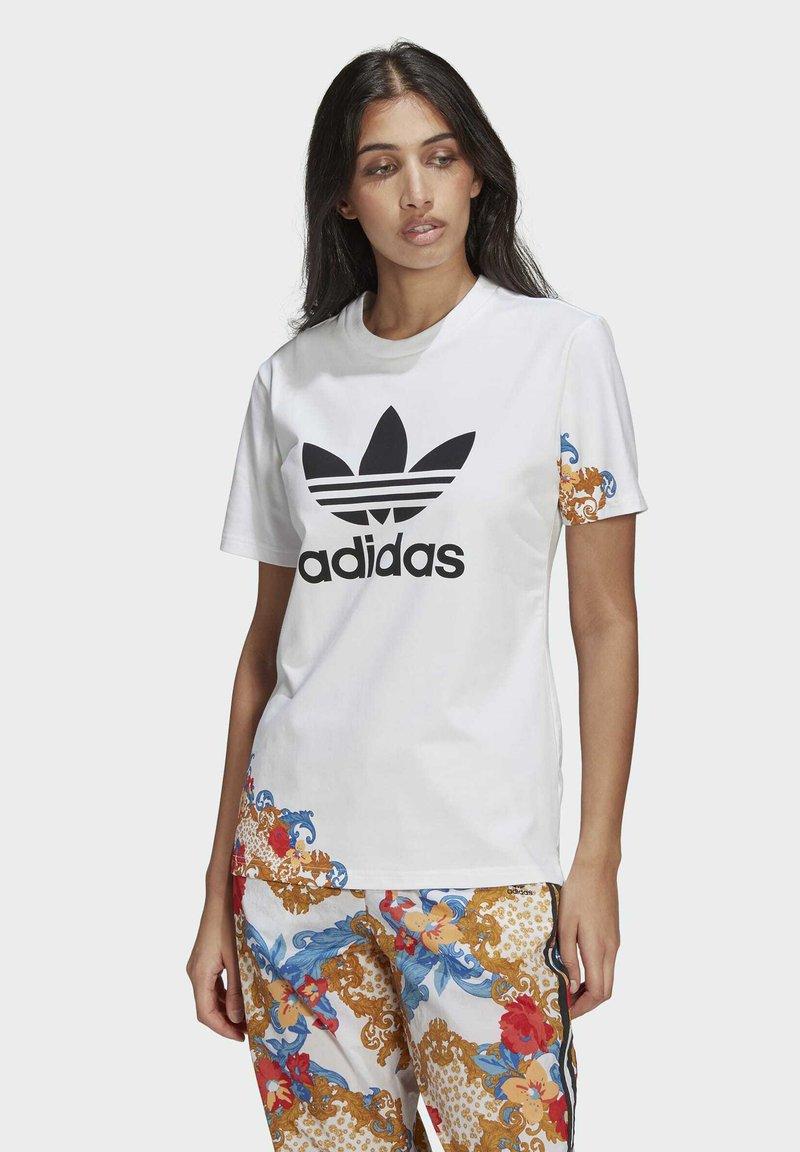 adidas Originals - T-SHIRT - Print T-shirt - white
