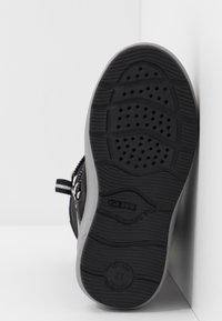 Geox - SLEIGH GIRL ABX - Šněrovací vysoké boty - black - 5