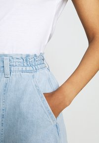 Levi's® - HIGH WAIST A LINE - Denim shorts - throw some shade - 4
