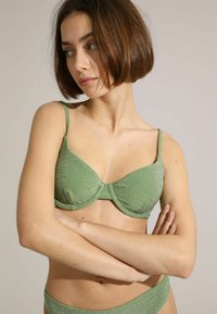 MIT PAILLETTEN - Bikinitop - grün