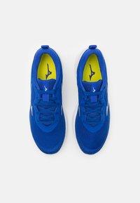 Mizuno - WAVE REVOLT - Neutral running shoes - surf the web/silver/white - 3