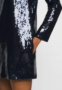 Victoria Victoria Beckham - SEQUIN OVERLAY MINI DRESS - Sukienka koktajlowa - midnight blue - 5