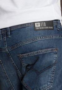 TOM TAILOR DENIM - SLIM AEDAN - Jeans slim fit - mid stone wash denim - 4