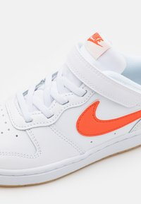 Nike Sportswear - COURT BOROUGH 2 UNISEX - Baskets basses - white/summit white/sail/orange - 5