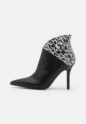 MANOIR GRAFFITI  - High heeled ankle boots - black/white
