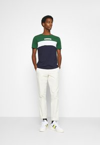 Lacoste - T-shirt print - dark green/dark blue/white - 1