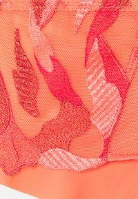 Chantelle - MONTAIGNE SHORTY - Pants - spark orange - 5