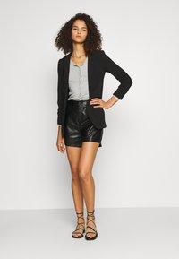ONLY Tall - ONLKARA - Shorts - black - 1