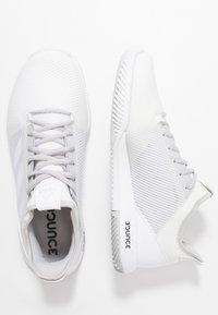 adidas Performance - DEFIANT BOUNCE 2 - Tenisové boty na všechny povrchy - footwear white/light solid grey - 1