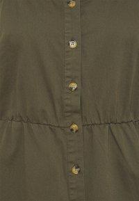 Vero Moda Curve - VMFLICKA STRAP SHORT DRESS - Denim dress - ivy green - 2