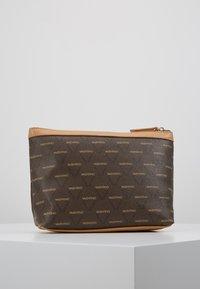 Valentino Bags - LIUTO - Toiletti-/meikkilaukku - brown/multi - 3