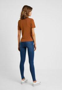 Monki - MARGOT - Basic T-shirt - rust - 2