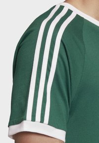 adidas Originals - 3-STRIPES T-SHIRT - Print T-shirt - green - 5