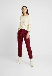 ONLY - ONLCAROLINA BELT PANTS - Pantalon classique - merlot - 2