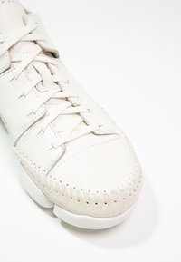Clarks Originals - TRIGENIC FLEX  - Sneakers basse - white - 6