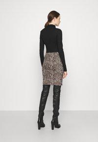 Marc Cain - Mini skirt - warm sand - 2