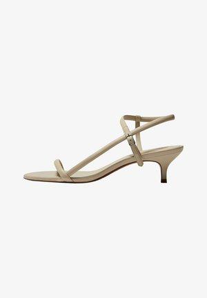 MIT HALBHOHEM ABSATZ - Sandals - beige
