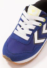 Hummel - REFLEX - Sneakersy niskie - mazarine blue - 2