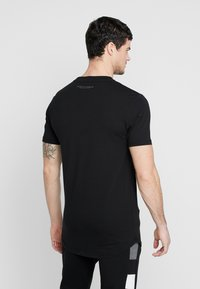 Supply & Demand - RUNNER  - T-shirts print - black - 2