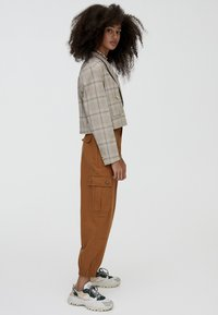 PULL&BEAR - Cargo trousers - brown - 3