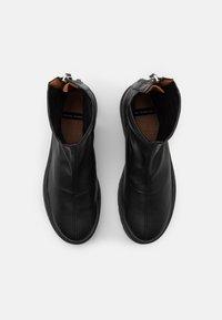 ÁNGEL ALARCÓN - Kotníkové boty na platformě - black - 5