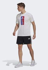 adidas Performance - PRIMEBLUE DESIGNED TO MOVE SPORT 3-STRIPES SHORTS - Sports shorts - black - 1