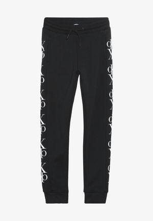 MIRROR MONOGRAM  - Pantalones deportivos - black