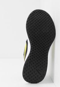 Nike Performance - REVOLUTION 5 UNISEX - Obuwie do biegania treningowe - black/lemon/laser blue/hyper crimson/white - 5