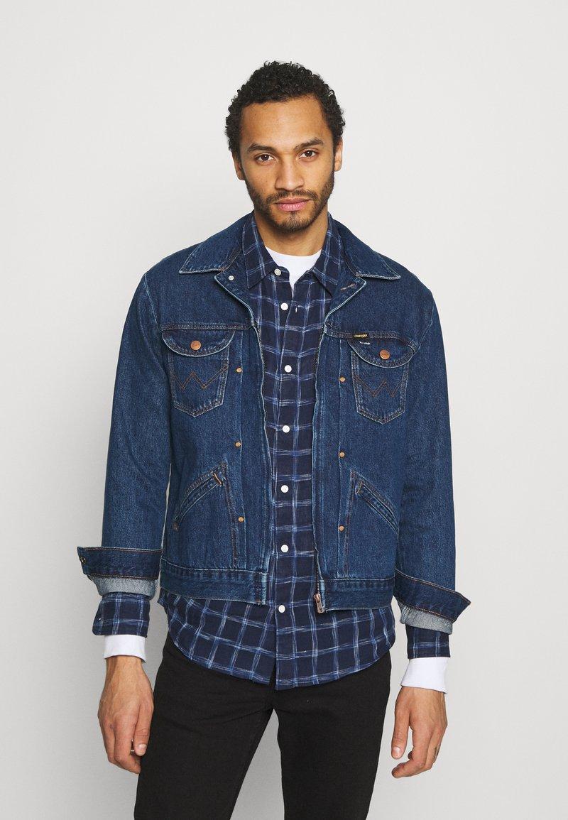 Wrangler - BRAD JACKET - Kurtka jeansowa - blue denim
