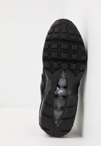 Nike Sportswear - AIR MAX 95 ESSENTIAL - Sneakersy niskie - black/white/smoke grey - 4