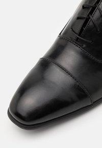 Pier One - Zapatos con cordones - black - 5