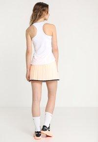 Nike Performance - TEAM PURE - Sports shirt - blanc/noir - 2