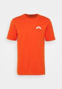 Scotch & Soda - LOGO CREWNECK TEE - T-shirt med print - chili pepper - 0