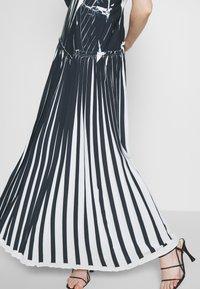 3.1 Phillip Lim - KNIFE PLEATED CROSSOVER DRESS - Maxikjole - black/white - 5