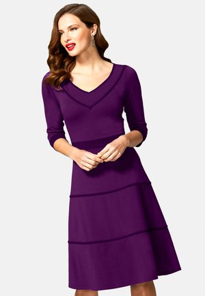 Vestido informal - purple with damson piping