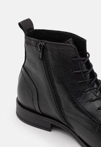 Bianco - LACE UP BOOT - Šněrovací kotníkové boty - black - 5