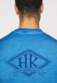 Han Kjøbenhavn - BOXY TEE - Print T-shirt - faded blue - 3