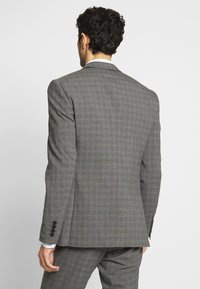 Isaac Dewhirst - CHECK SUIT - Oblek - grey - 5