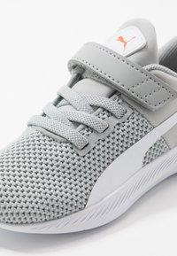 Puma - FLYER RUNNER UNISEX - Neutral running shoes - high rise/white/firecracker/castlerock - 2