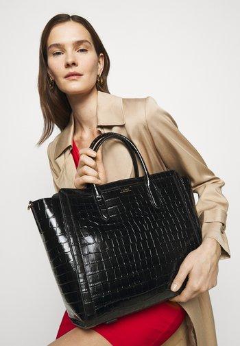 LARGE CROC EMBOSS TYLER - Tote bag - black