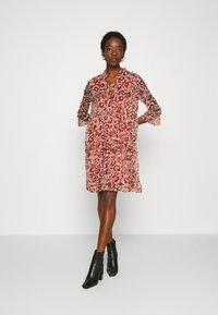 ONLY - ONYVILMA DRESS - Vestido informal - picante - 1