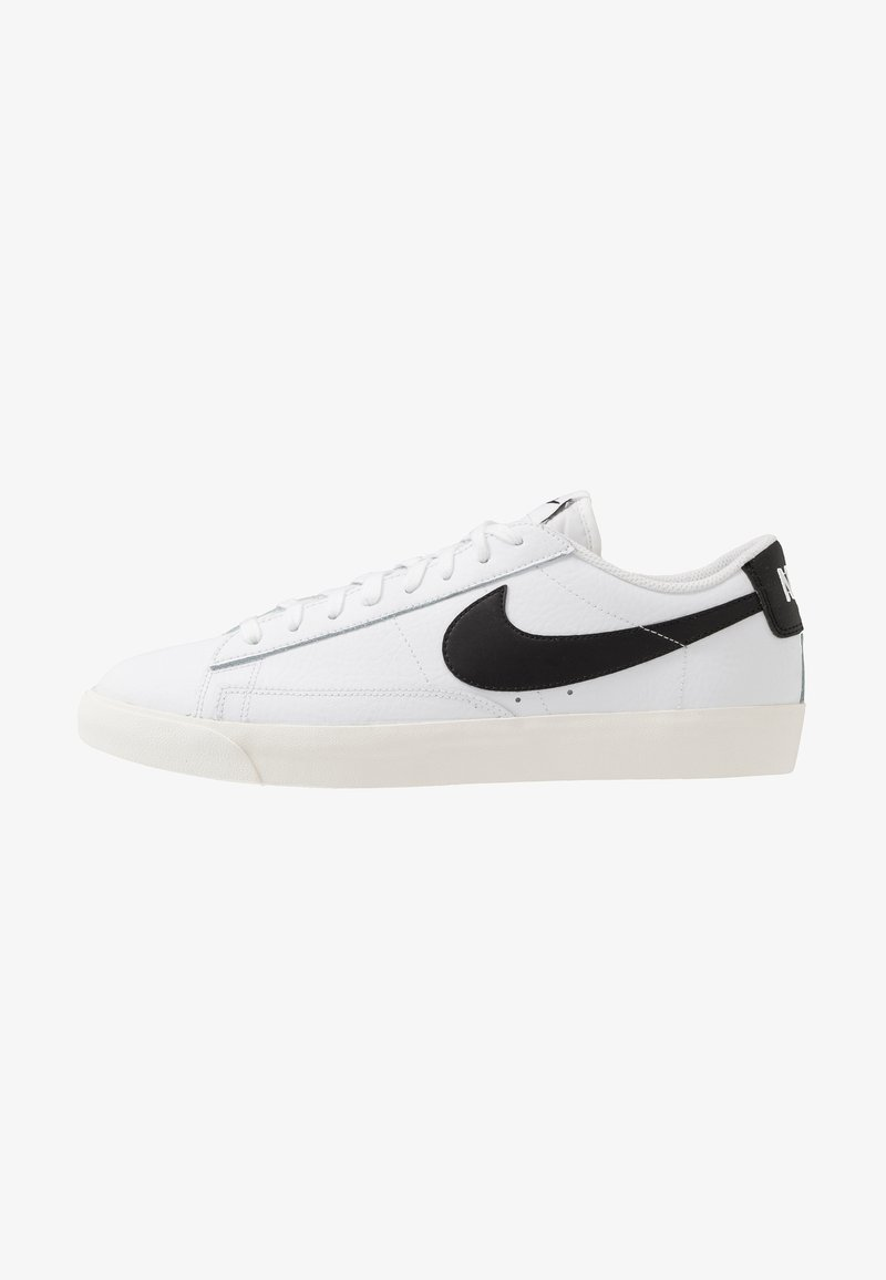 Nike Sportswear - BLAZER - Baskets basses - white/black