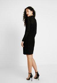 ONLY Tall - NMLESLY FLOCK DRESS - Etuikleid - black - 3