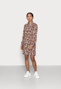 Pieces Petite - PCFRIDINEN DRESS - Shirt dress - mocha bisque - 1