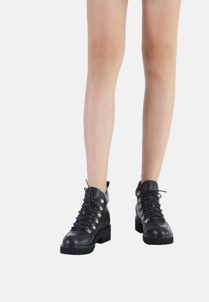 Lace-up ankle boots - schwarz-grau