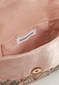 Glamorous - SHI - Clutch - peach - 2